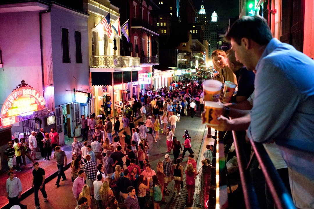 USA, Amerika, United States of America, Louisiana, New Orleans, French Quarter, Bourbon Street, Nightlife, am Wochenende, Bars, drinking,