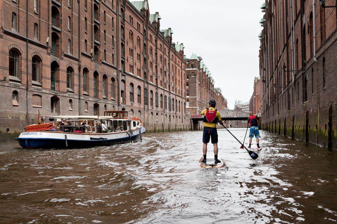 Europa, Deutschland, Hamburg, Hafencity, Speicherstadt, SUP, Stand Up Paddling Event vom Hotel 25 Hours,