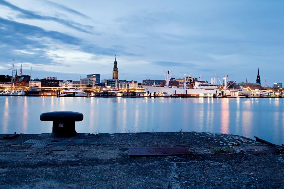 Europa, Deutschland, Hamburg, Elbe, Hafen, Abend, Michel, Sankt MIchaelis Kirche, Landungsbruecken, Skyline,