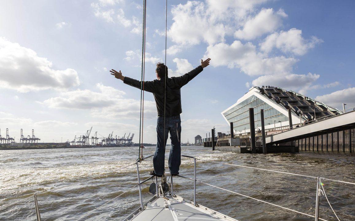 Europa, Deutschland, Hamburg, Altona, Neumuehlen, Dockland von Teherani, Segelboot, Tour, Freunde, Elbe, Hafen,