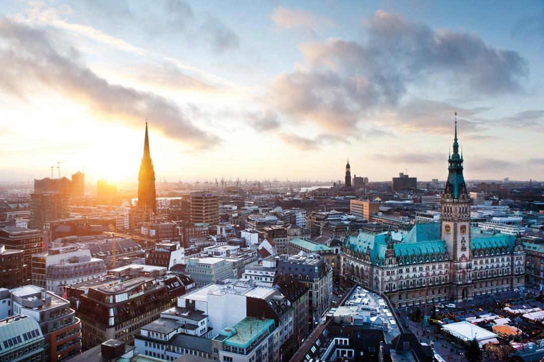 Europa, Deutschland, Hamburg,Zentrum, Innenstadt, Blick von der Petrikirche, Rathausplatz, Weihnachtsmarkt, Michel, Abendstimmung,