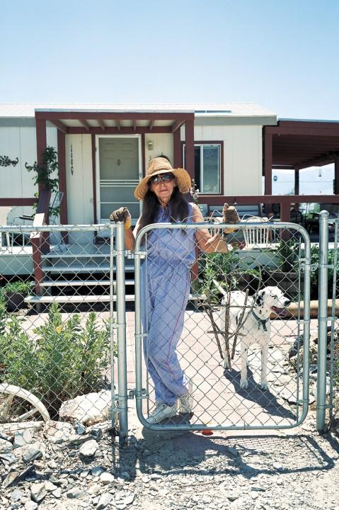 Coso Range Owens Lake ostseite der Sierra Nevada alter Minenort Kuenstler KOlonie alter Wohnwagen Susan