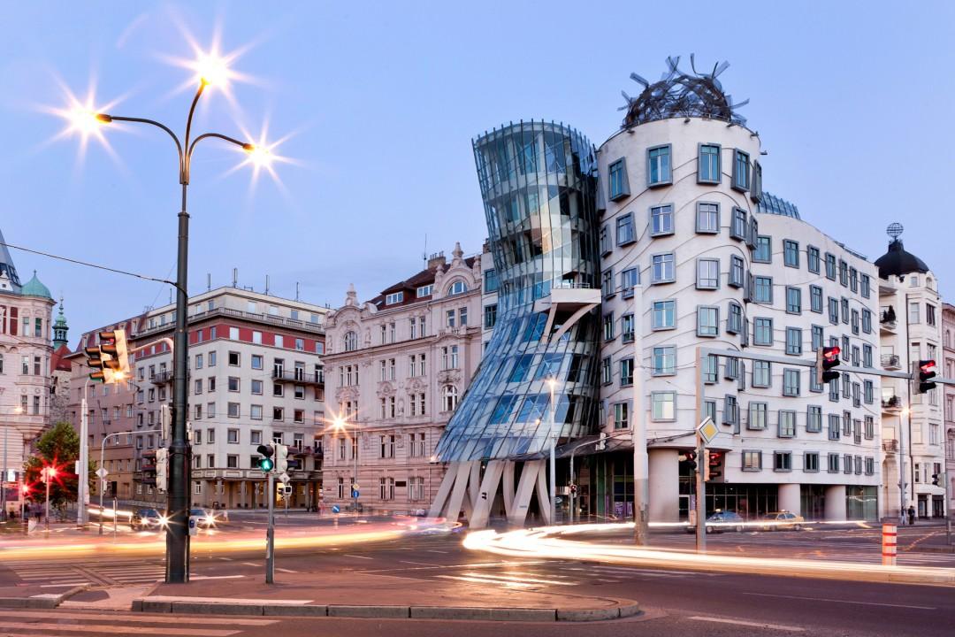 Europa, Tschechien, Prag, Nove Mesto, Neustadt, Promenade an der Moldau, Tanzendes Haus von Frank Gehry, 1996,