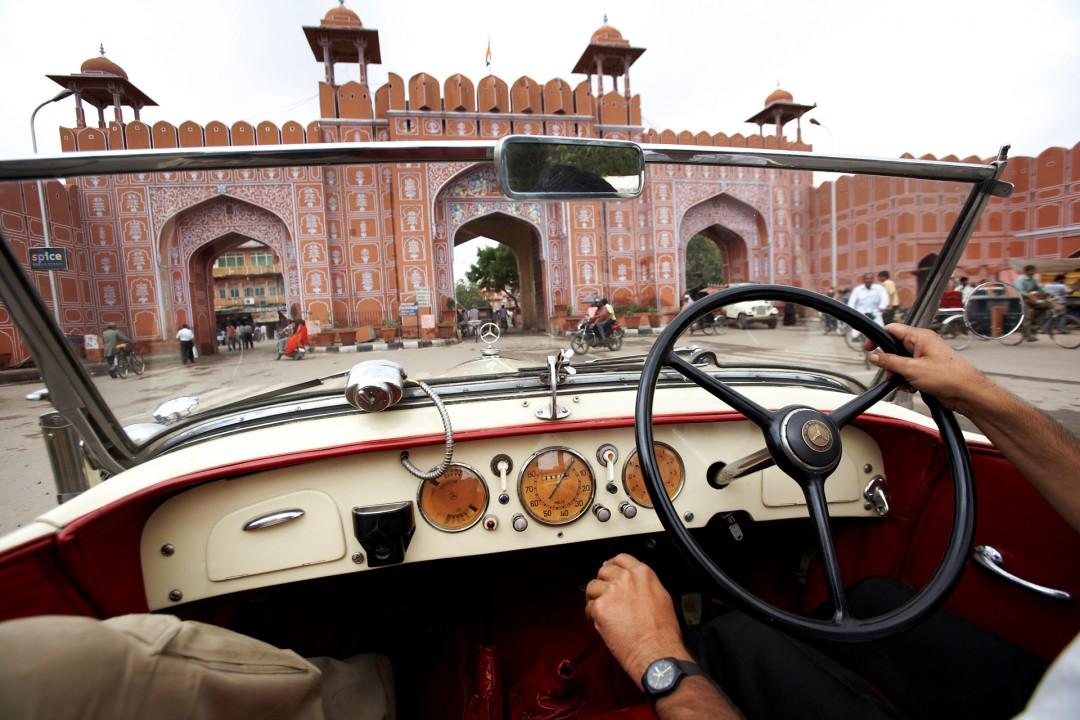 Indien, Republic of India, Rajasthan, Jaipur, Gem Palace, Sudhir Kasliwal, Juwelier, Vintage Car Sammler, Pink City, Stadttor