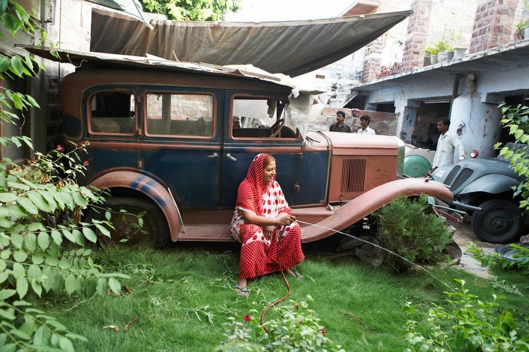 Indien, Republic of India, Rajasthan,Raj Kumar Veer Vikram Singh, in der Werkstatt von Mahendra Singh, Werkstattbesitzer Jodhpur,