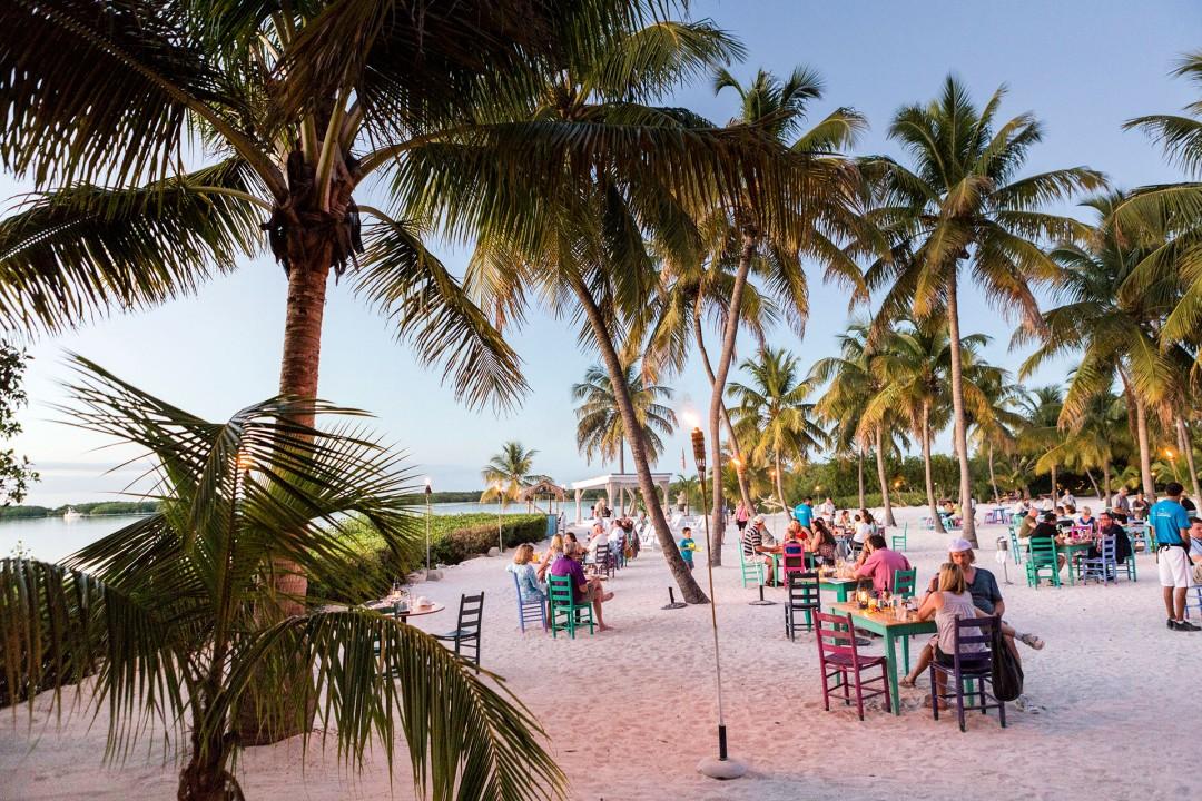 Reise Travel laif creative USA Amerika, United States of America, Florida, Florida Keys, Isla Morada, Morada Bay Beach Cafe, 81600 Overseas Highway, FL 33036, Abend Sonnenuntergang, Strand, Palmen,