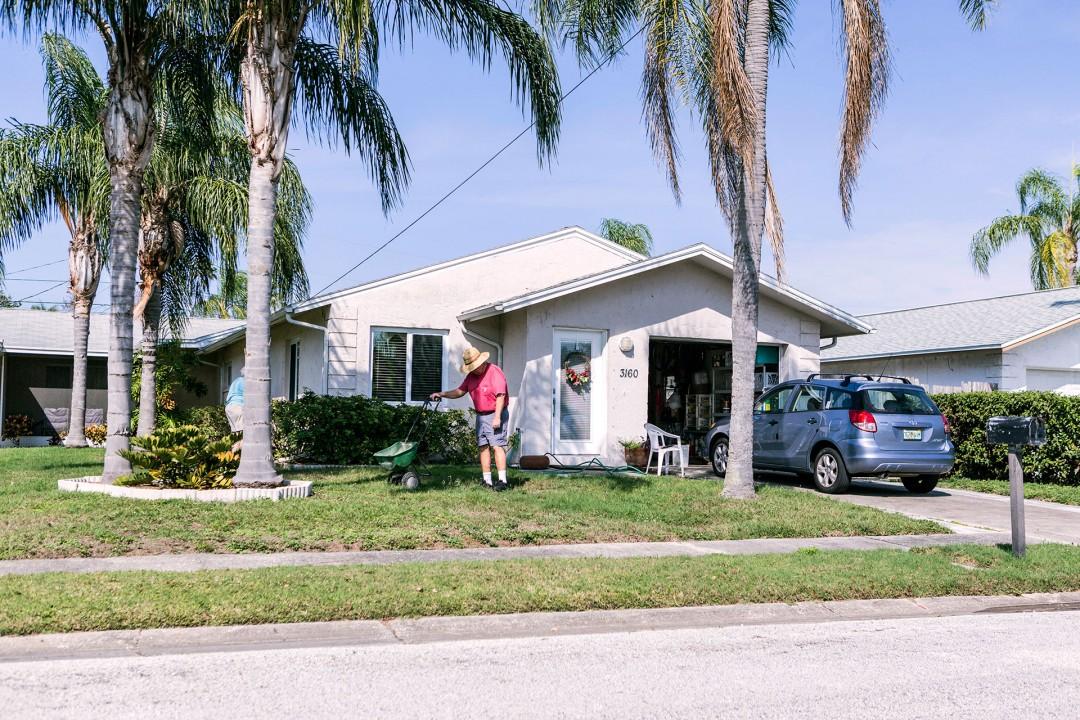 Reise Travel  laif creative USA  Amerika, United States of America, Florida, Golf von Mexico, Golfkueste, Haus und Gartenarbeit, Clearwater auf der Fahrt nach Tampa, Gulf to Bay Blvd