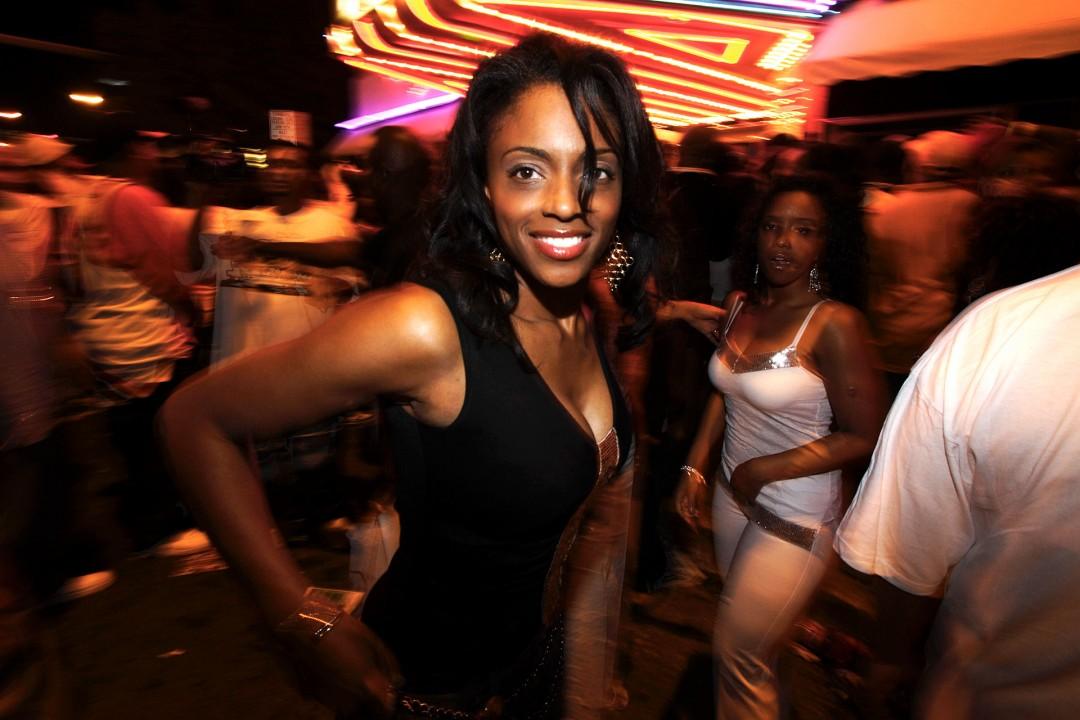 USA, Florida, Miami South Beach, Art Deco District, Washington ave, Hip Hop Party, Nachtleben, Gäste vorm Club