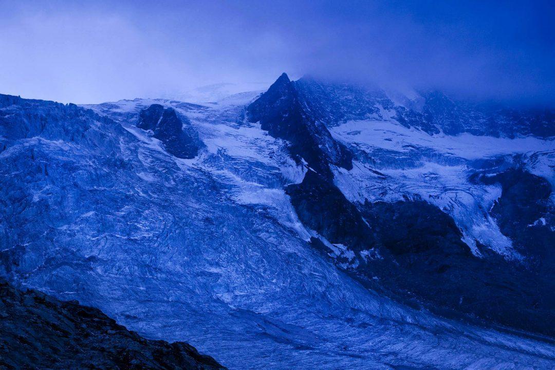 Europa, Schweiz, Wallis, Sierre, Siders, Walliser Alpen, Val de Anniviers, Val de Zinal, Wanderung, wandern, Trekking, Huettenwanderung, Cabane de Moiry, Gletscher von Moiry, Wanderer, Bergsteigen, Pties de Mourti, Grand Cornier,