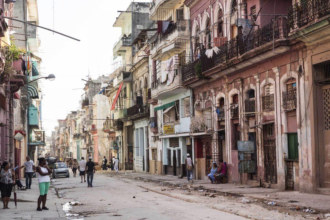 Antillen, Karibik, Cuba, Kuba, Republica de Cuba, Sozialismus, Nordwest Kuba, Havanna, Centro Habana, alte Haeuser, Strasse Consulado,