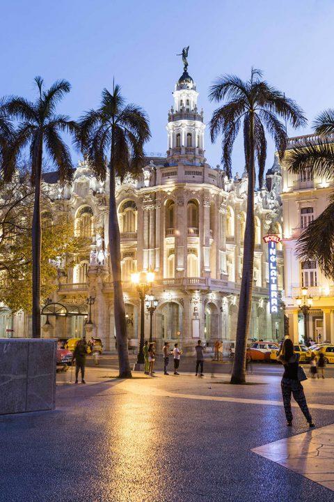 Antillen, Karibik, Cuba, Kuba, Republica de Cuba, Sozialismus, Nordwest Kuba, Havanna, Paseo del Prado, Gran Teatro de la Habana, Abend
