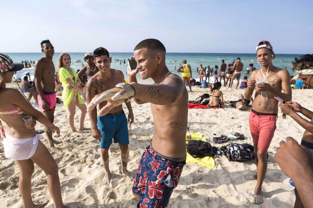 Antillen, Karibik, Cuba, Kuba, Republica de Cuba, Sozialismus, Nordwest Kuba, Havanna, Playas del Este, Playa Santa Maria del Mar, Kubaner am Wochenende am Meer