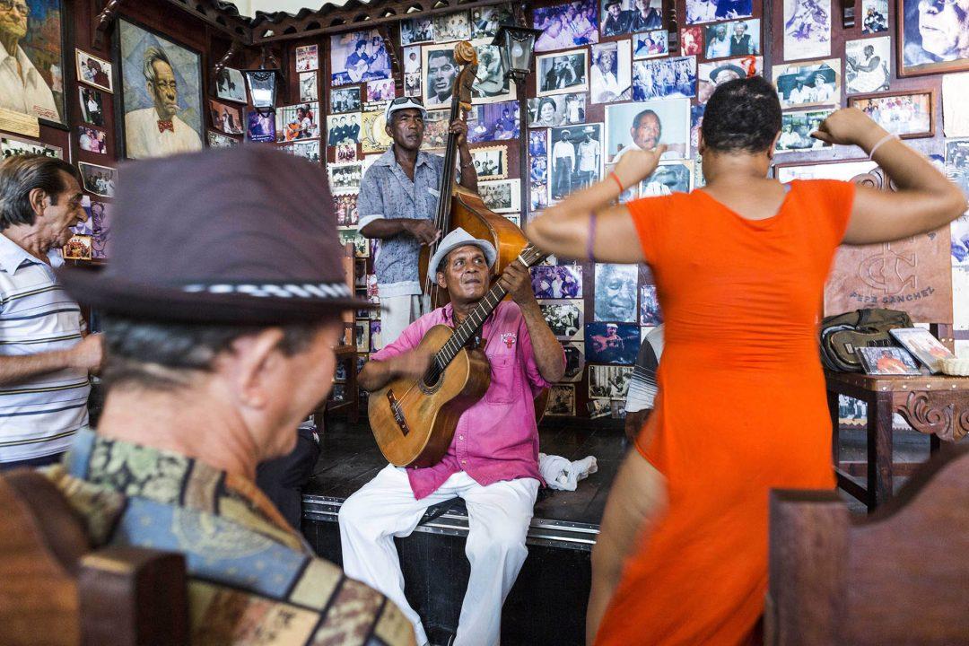 Antillen, Karibik, Cuba, Kuba, Republica de Cuba, Sozialismus, Santiago de Cuba, Casa de la Trova, Jose Maria Heredia- Strasse, Israel Gutierrez Vargas, Son Musik, Band, traditionell,