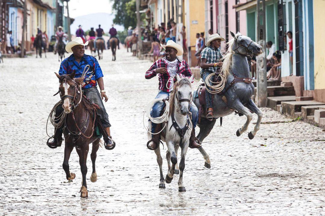 Antillen, Karibik, Cuba, Kuba, Republica de Cuba, Sozialismus, oestliches Zentralkuba, Trinidad, Sonntag, Show und Wettreiten auf Kopfsteinpflaster, Pferde, zum Karneval Ende Juni,
