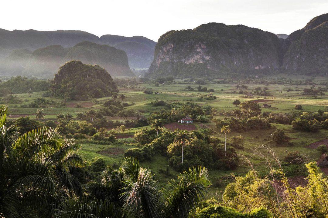 Antillen, Karibik, Cuba, Kuba, Republica de Cuba, Sozialismus, Panorama beim Hotel Los Jazmines bei Vinales, Westkuba, Ausblick, Tabakanbau, Kalksteinberge, Natur