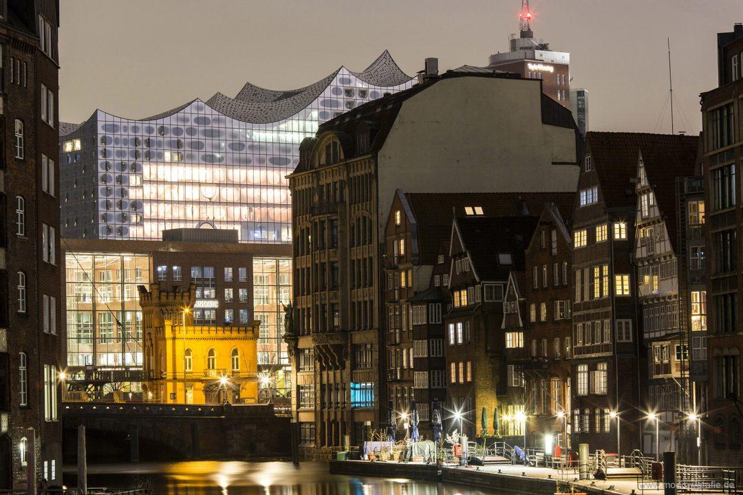 Europa, Deutschland, Hamburg, Nikolaifleet, Cremon, Deichstrasse, Kontorhaeuser, Weltkulturerbe, Elbphilharmonie, Abend, Blick zur Speicherstadt, Kehrwieder,