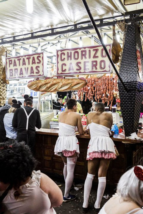 Europa, Spanien, Kanarische Inseln, Teneriffa, Santa Cruz, Karneval, Party, Carnval de Tenerife, Coso Apoteosis del Carnaval, Altstadt, Gassen, Party, Gassen beim Placa de Espana