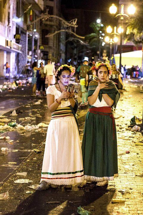 Europa, Spanien, Kanarische Inseln, Teneriffa, Santa Cruz, Karneval, Party, Carnval de Tenerife, Coso Apoteosis del Carnaval, Altstadt, Gassen, Party, Gassen beim Placa de la Candelaria, bis morgens um acht Uhr,