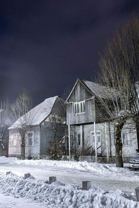 Montenegro, Balkan, Kolasin, alte Haeuser im Ort, Nacht,