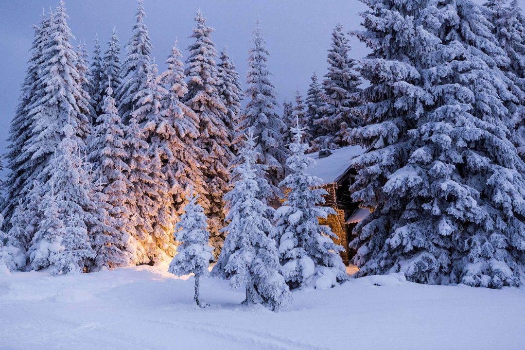 Serbien, Balkan, Kopaonik, Skigebiet, beim Hotel Grand direkt am Skigebiet, Lifte, Sessellifte, Pisten, Skifahren,