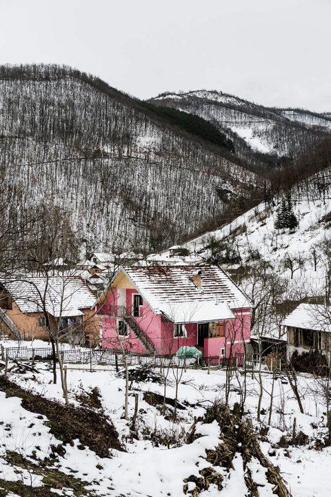 Serbien, Balkan, an der Strasse bei Kopaonik, Landschaft, Winter, Schnee, Berge,