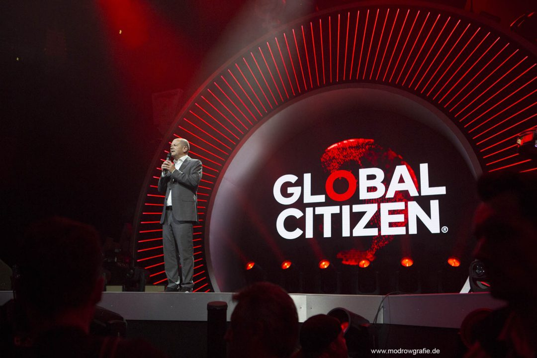 Germany, Hamburg, Barcley Card Arena, Volkspark, Concert, Hamburger Buergermeister Olaf Scholz, Global Citizen Festival on 06.07.2017, the night before G20 Summit, in the Barclaycard Arena in Hamburg. The performing artists are Coldplay with Shakira, Ellie Goulding, Pharrell Williams, Andreas Bourani, Herbert Grönemeyer and more. The festival is organized by the social action platform Global Citizen.