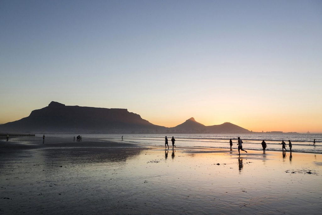 Suedafrika, Kapstadt, Milnerton, Strand, Engl: Western Cape, South Africa, Cape Town, Lagoon Beach,  Milnerton Beach, Ocean, view on Table Mountain, Lion Head and Signal Hill, Sunset,
