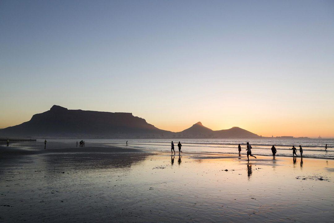 Suedafrika, Kapstadt, Milnerton, Strand, Engl: Western Cape, South Africa, Cape Town, Lagoon Beach,  Milnerton Beach, Ocean, view on Table Mountain, Lion Head and Signal Hill, Sunset,