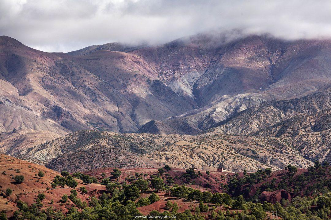 Koenigreich Marokko, Hoher Atlas, Gebirge, Passstrasse, Agouim, Asif Imini Fluss, Fahrt zum Tizi N Tichka Pass, Schlucht,