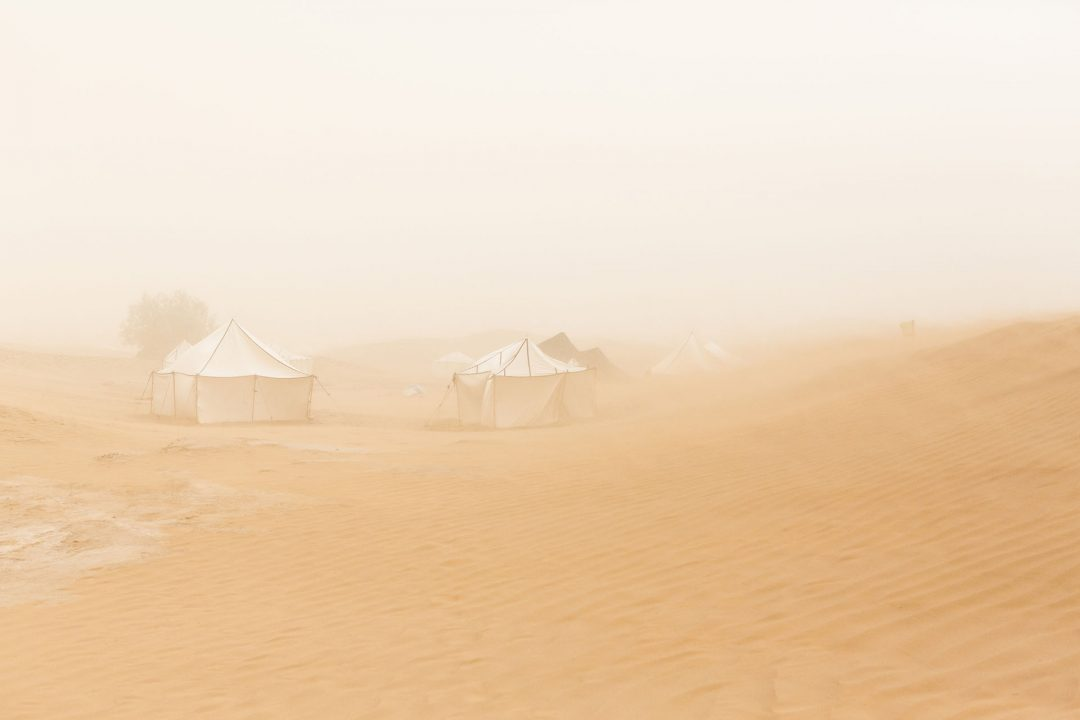 Koenigreich Marokko, Sahara, M'Hamid El Ghizlane, Draa Valley,  Wueste, Duenen, Sandsturm, Taragalte Festival, 2018, Berber Musik, Fest, Party, Zeltlager, Lifemusik, engl: Music Festival, Sand Dunes, Sahara, desert, Berber Music, Tents, Sandstorm